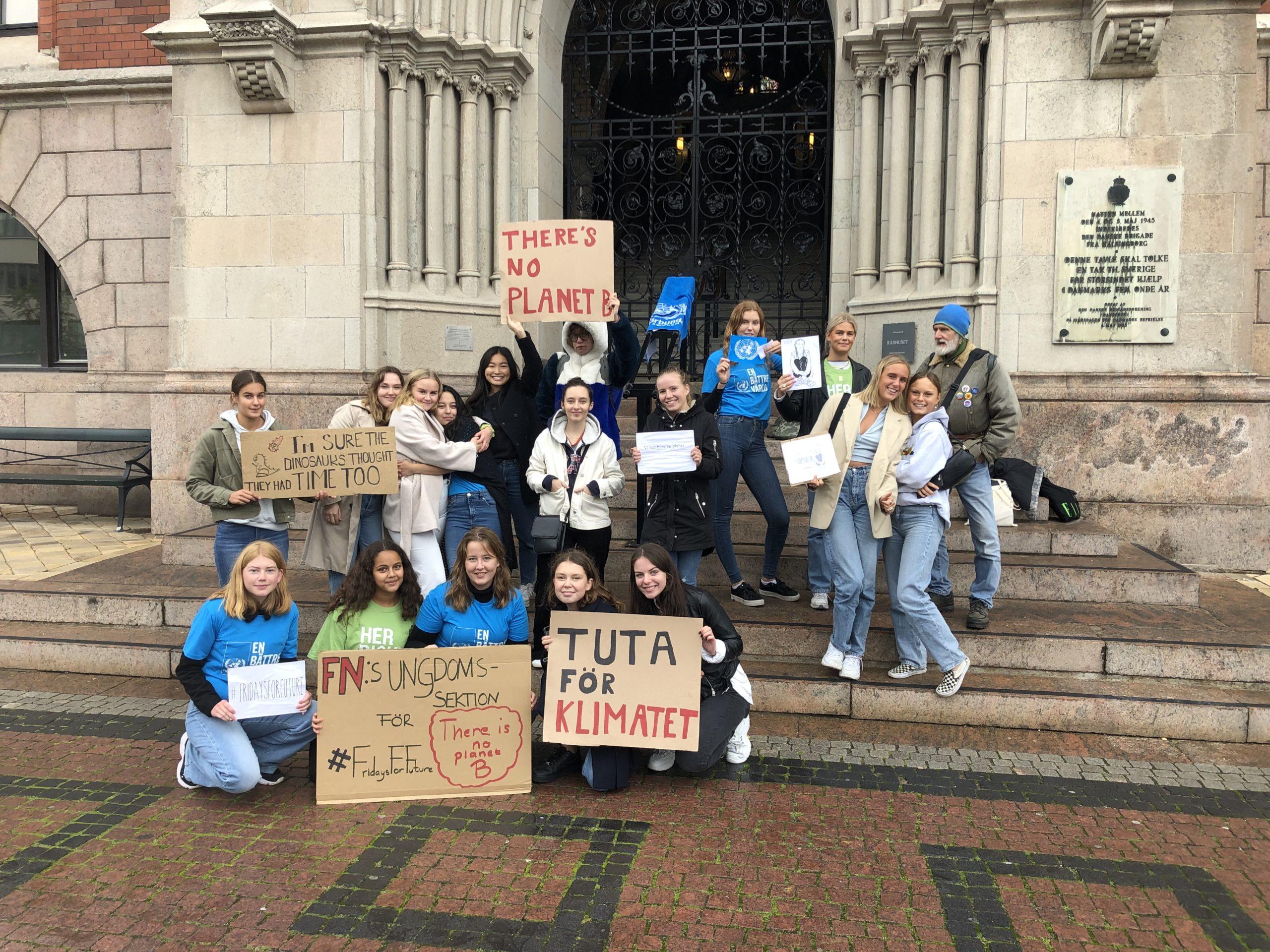 FN-föreningen anordnade klimatstrejk utanför Helsingborgs Rådhus.
