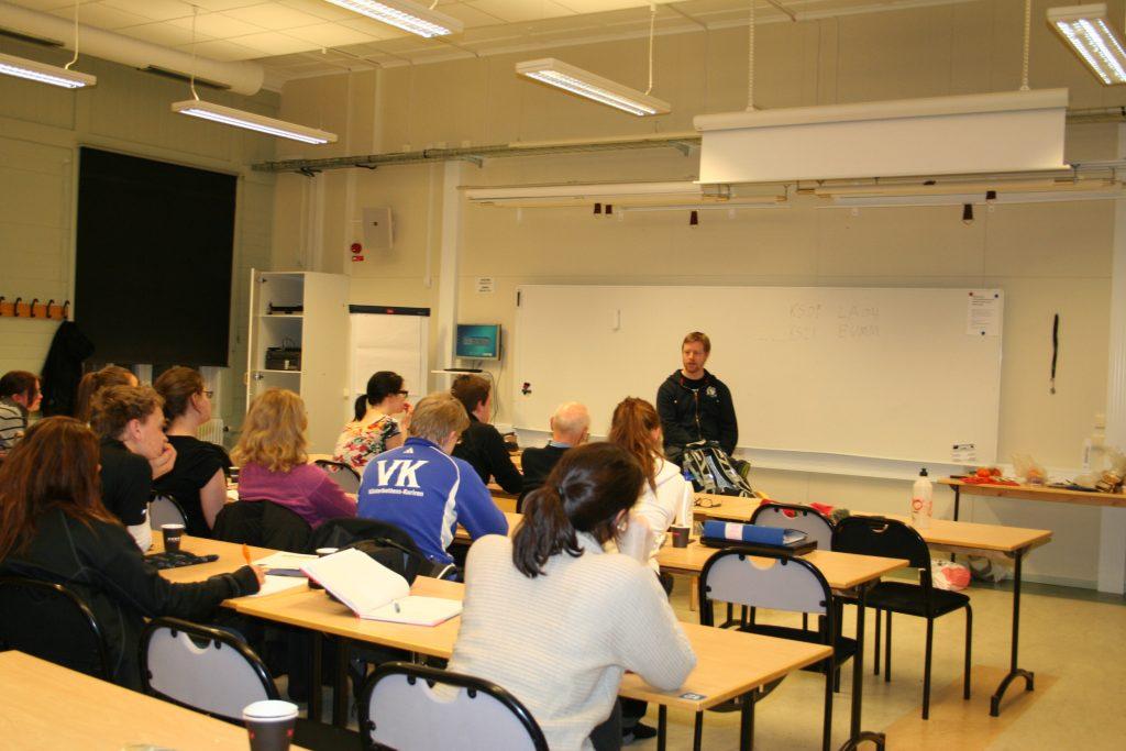 Tomas Sandström höll i erfarenhetsföreläsning den 7/3-2012 där han delade med sig av erfarenheter kring internationella insatser i Liberia och Kongo.