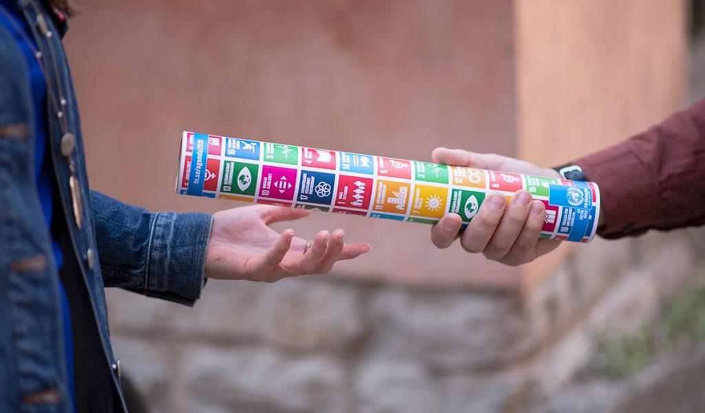 Stafettpinne för de globala målen överlämnas