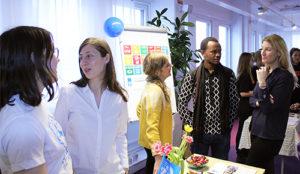 De internationella handledarna . Tsiko Khomasuridze, UNAG och Goodluck Minja, UNAT, på öppet hus för utlandspraktik.